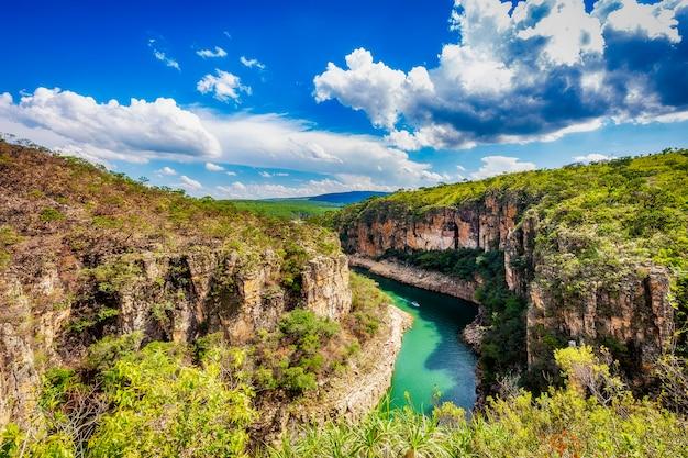 Piękny widok na kaniony furnas, capiltolio - minas gerais, brazylia