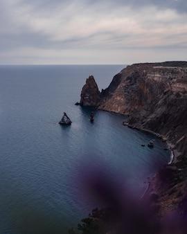 Piękny widok na klif nad morzem?