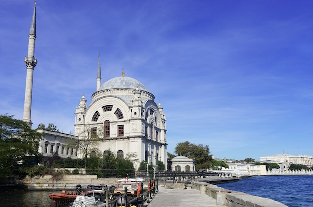 Piękny widok na krajobraz meczetu dolmabahche