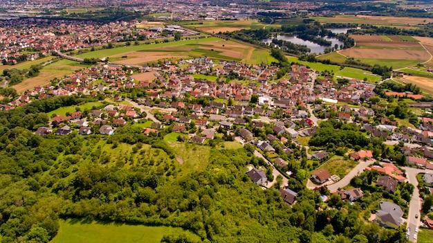 Piękny widok na memmelsdorf. widok z lotu ptaka.