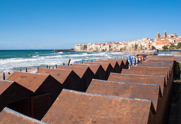 Piękny widok na miasto cefalà na sycylii