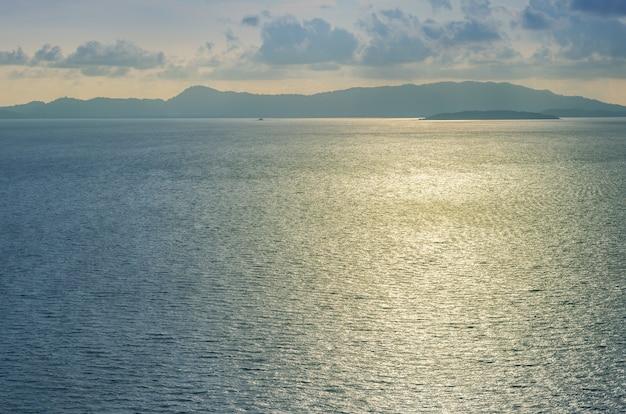 Piękny widok na morze wieczorem