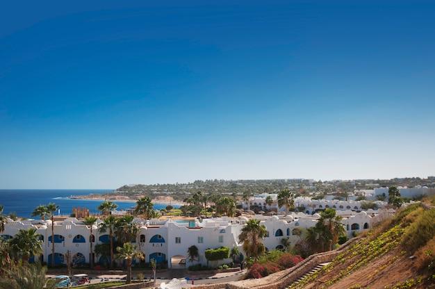 Piękny widok na morze z egipskiego hotelu