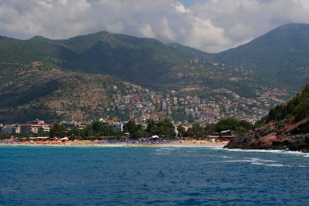 Piękny widok na port antalia w turcji