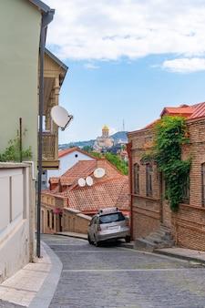 Piękny widok na stare tbilisi, abanotubani. gruzja. podróż