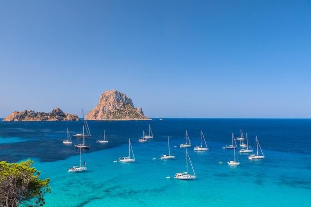 Piękny widok na tajemniczą wyspę es vedra