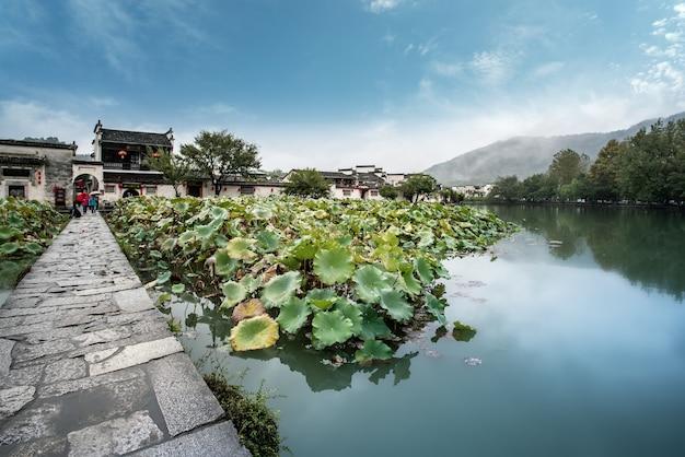 Piękny widok na wioskę hongcun, hweichow, chiny