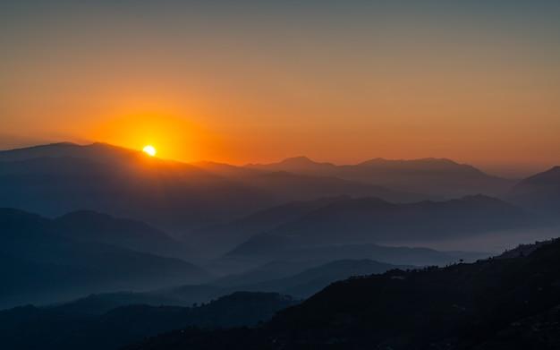Piękny widok wschodu słońca z doliny katmandu