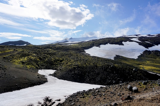 Piękny widok z drogi przez park narodowy snaefellsjokull na półwyspie snaefellsnes w zachodniej islandii.