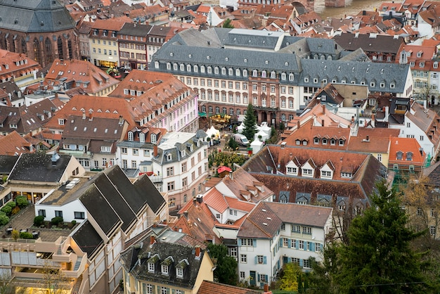 Piękny widok z lotu ptaka na stare miasto w heidelbergu