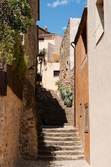 Piękny widok ze starymi schodami?