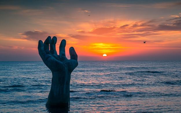 Piękny wschód słońca na plaży homigot, pohang, korea południowa,