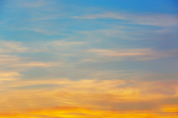 Piękny wschód słońca niebo