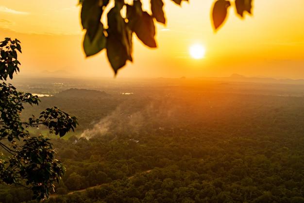 Piękny zachód słońca azja sri lanka z wysokości