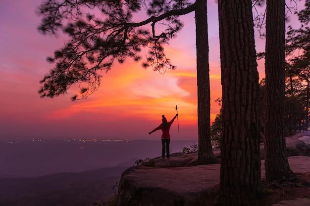 Piękny zachód słońca na wysokiej górze