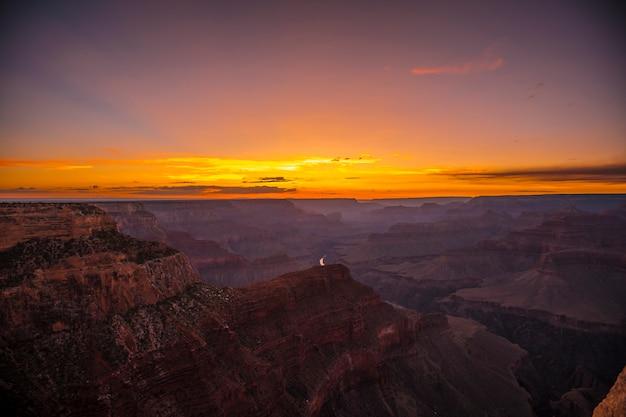 Piękny zachód słońca w hopi point w wielkim kanionie. arizona