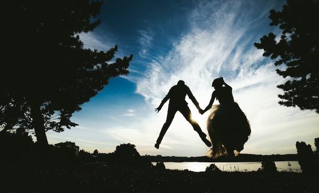 Piękny zaręczynowy tradicional niebo czarny