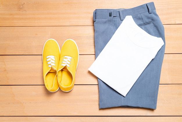 Piękny zestaw męskiej mody i ubrań na co dzień