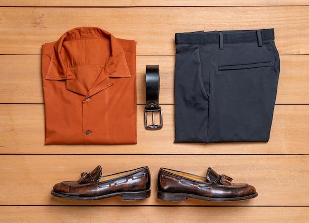 Piękny zestaw mody i ubrań dla mężczyzn na co dzień