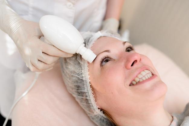 Pielęgnacja skóry w kosmetologii.