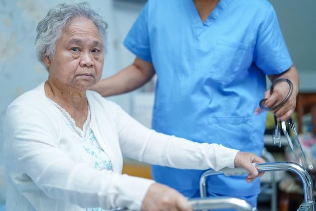 Pielęgniarka opieki fizjoterapeuta azji pielęgniarki