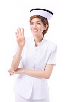 Pielęgniarka wskazująca 4 palce w górę