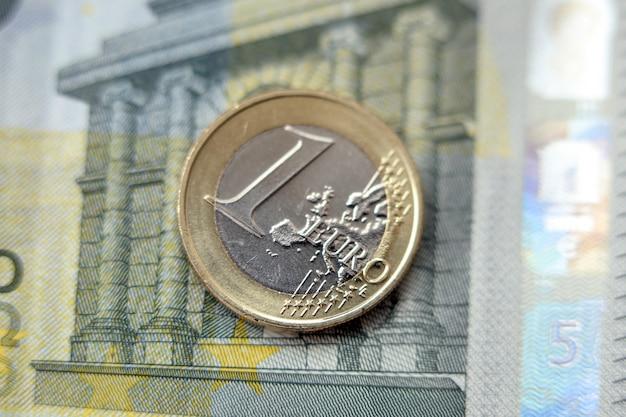 Pieniądze, finanse. moneta euro