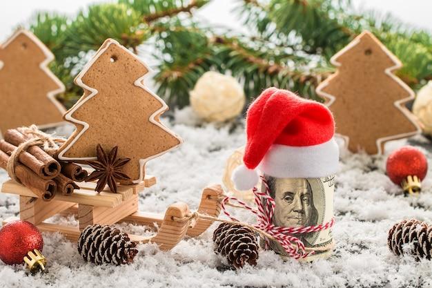 Pieniądze prezent świąteczny z drewnianymi saniami.