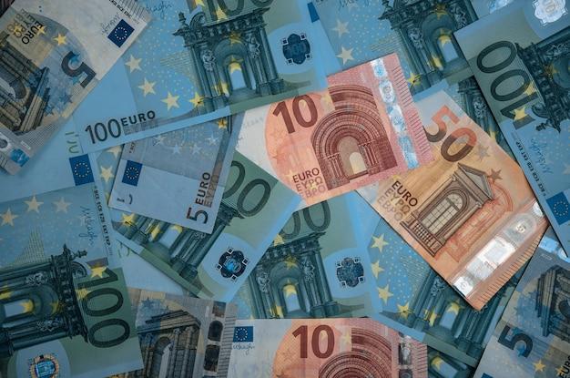 Pieniądze w euro. przestrzeń na gotówkę euro. banknoty pieniężne euro.