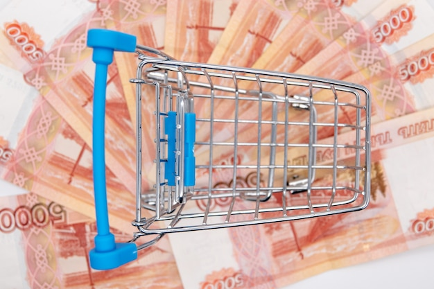 Pieniądze z inflacji pustego kosza konsumenckiego tracą 5000 rubli