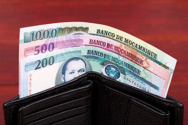 Pieniądze z mozambiku w czarnym portfelu