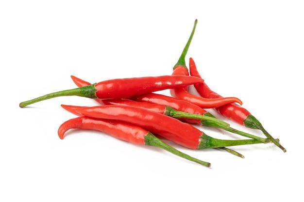 Pieprz lub chili na białym tle.