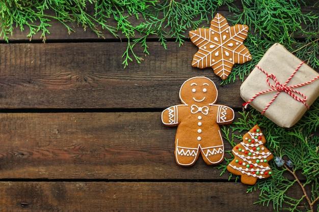 Piernik. prezenty i święta, boże narodzenie szczęśliwego nowego roku