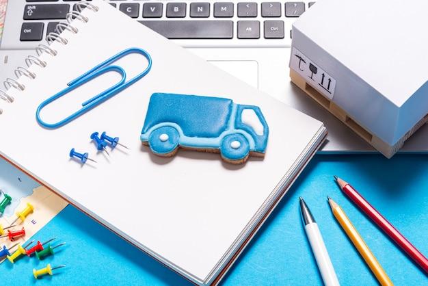 Pierniki w kształcie ciężarówki, koncepcja logistyczna