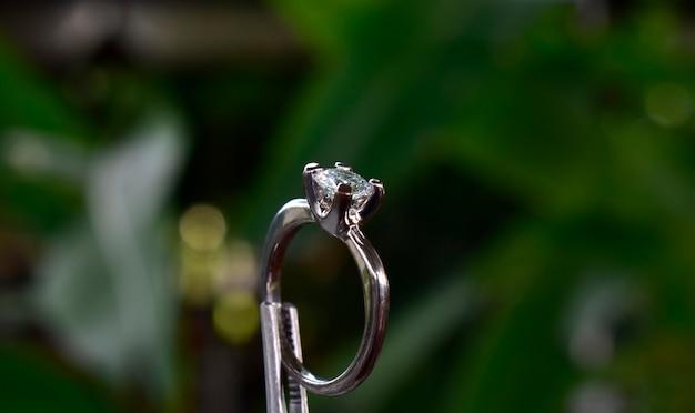 Pierścionek zaręczynowy diament