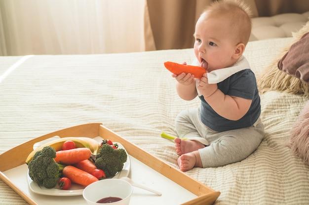 Pierwsze solidne jedzenie dla małego dziecka