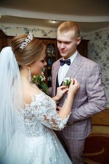 Pierwsze spotkanie pary młodej w dniu ślubu