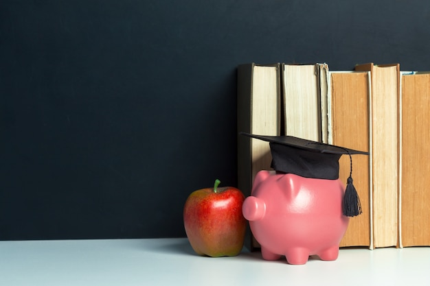 Piggy bank dyplom absolwenta college'u