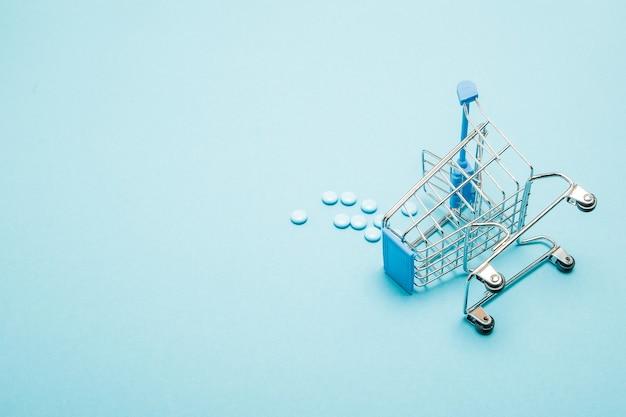 Pigułki i wózek na zakupy na niebiesko