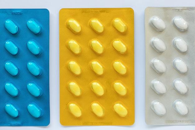 Pigułki leków w blistrze. pojęcie opieki zdrowotnej