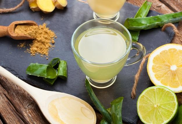Pij z aloesem i cytrynami