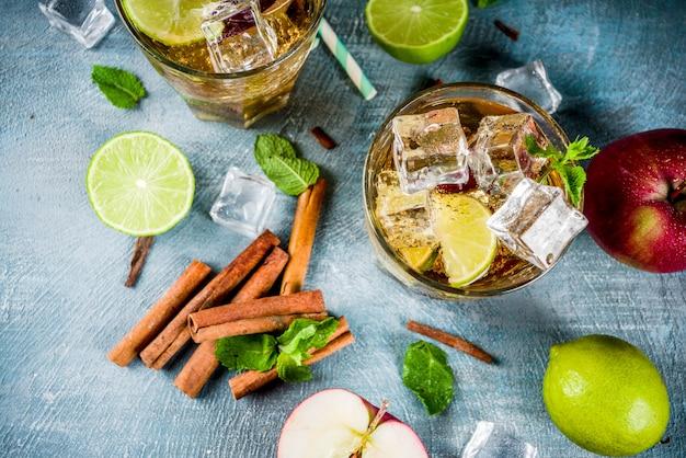 Pikantna mrożona herbata cynamonowa lub koktajl lemoniadowy, letni napój orzeźwiający