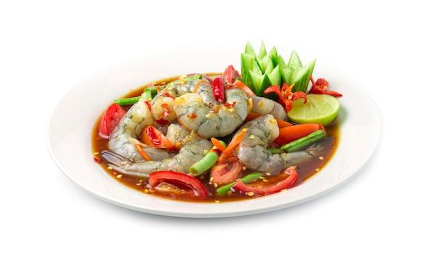 Pikantna sałatka z krewetek w marynowanym sosie rybnym pikantne tajskie jedzenie