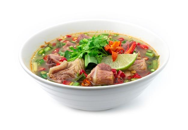 Pikantna zupa z wieprzowiną żeberka tajskie jedzenie pikantne