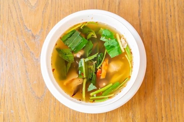Pikantna zupa z żeberkami wieprzowymi
