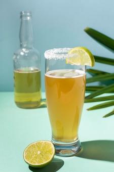 Pikantny asortyment napojów michelada