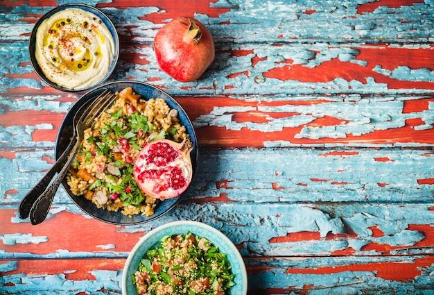 Pilaw ryżowy z mięsem, ciecierzycą i warzywami
