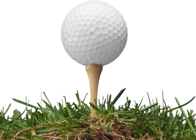 Piłeczka golfowa na białym tle. koncepcja sportu i rekreacji