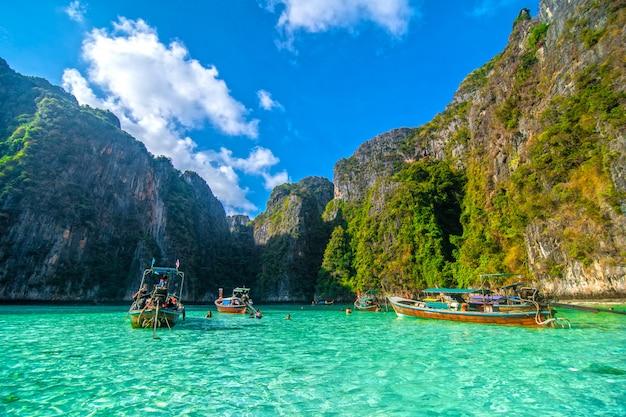 Pileh błękitna laguna przy phi phi wyspą, tajlandia.