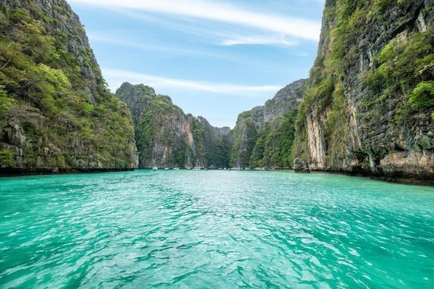 Pileh laguny urwiska wapień piękny w phi phi wyspie